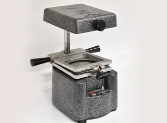 マウスピース成型器 写真
